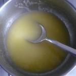 2. Rozpuścić masło zcukrem