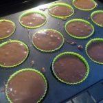 4. Napełnić foremki ciastem
