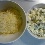 5. Wdwóch miseczkach przygotować mix serów
