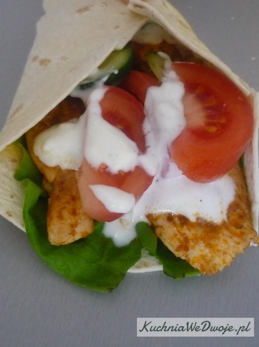 055 Tortilla zkurczakiem isosem czosnkowym [KuchniaWeDwoje.pl] 2