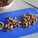 1. Posiekać pistacje