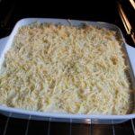 8. Posypać całość serem ipiec wpiekarniku