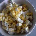 3. Pokroić ser wkostkę