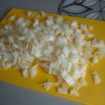 1. Posiekać cebulkę