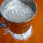 2. Przesiać mąkę