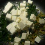 7. Przygotować sos szpinakowy