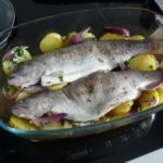 7. Ułozyć rybę naziemniaczkach