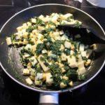 2. Wymieszać szpinak zmixem serów