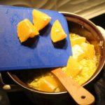 5. Dodać kawałki pomarańczy
