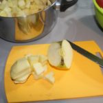 1. Obrać ipokroić jabłka