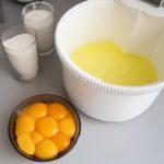 1. Oddzielić żółtka odbiałek