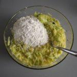 3. Dodać mąkę