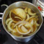 3. Dodać cebulę dozalewy