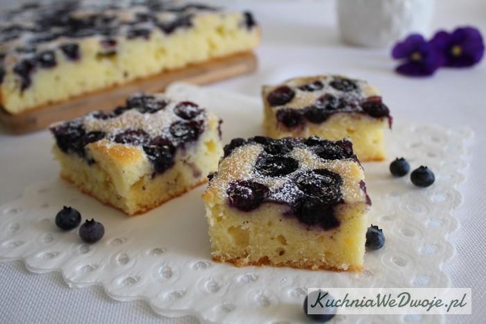 Ciasto jogurtowe zborowkami KuchniaWeDwoje_PL 1