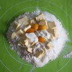 1. Zagnieść składniki naciasto