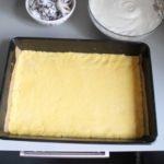 4. Przełożyć ciasto doformy