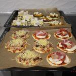 12. Wyłożyć odpowiednie składniki iupiec pizze