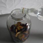 4. Zalać owoce alkoholem