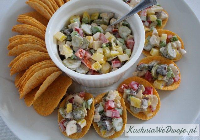 364 Kolorowa salatka na chipsy KuchniaWeDwoje_PL