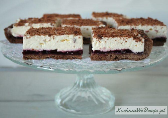 425 Kruche ciasto czekoladowe z konfitura i bita smietana KuchniaWeDwoje_pl