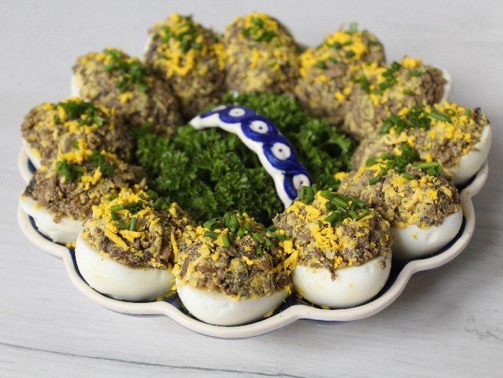 470 Jajka faszerowane pieczarkami KuchniaWeDwoje_pl