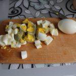 1. Pokroić jajko
