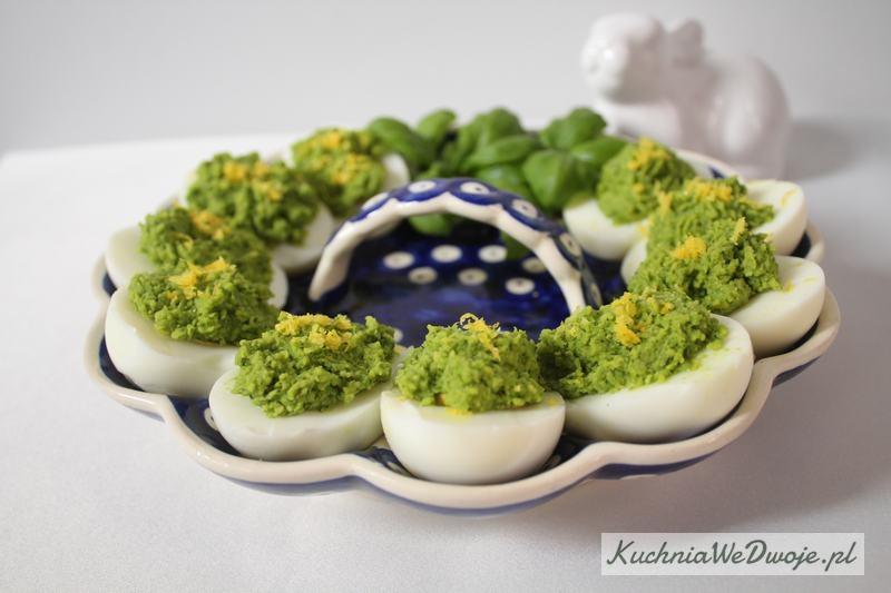 423 Jajka faszerowane pastą cytrynowo-bazyliową KuchniaWeDwoje_pl